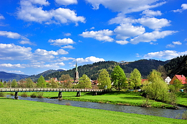 Kinzig river with city church of St. Mauritius, Hausach, Black Forest, Baden-Wuerttemberg, Germany, Europe