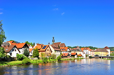 Overlooking the river Murg to the historic centre with Sankt Jakobskirche St. James church, Gernsbach, Murgtal, Black Forest, Baden-Wuerttemberg, Germany, Europe