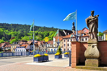 Stadtbruecke city bridge with Sankt Jakobskirche St. James church, Gernsbach, Murgtal, Black Forest, Baden-Wuerttemberg, Germany, Europe