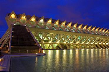 Principe Felipe museum of sciences at dusk, City of Arts and Sciences, Comunidad Valenciana, Valencia, Spain, Europe