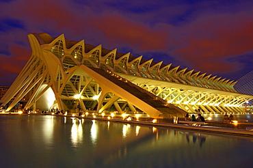 Principe Felipe museum of sciences at dusk, by S. Calatrava, City of Arts and Sciences, Comunidad Valenciana, Valencia, Spain, Europe