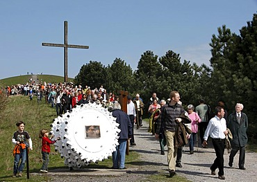 Way of the Cross procession on Good Friday with mining motifs on the Haniel slag heap, Prosper-Haniel mine, Bottrop, Ruhr Area, North Rhine-Westphalia, Germany, Europe