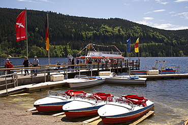Cruise ship at Lake Titisee in the Black Forest, Baden-Wuerttemberg, Germany, Europe