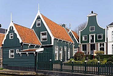 Typical wooden houses from the 17th century, historic city De Rijp near Alkmaar, Province of North Holland, Netherlands, Europe