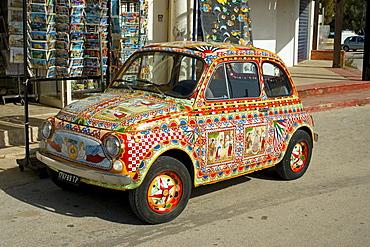 Fiat 500 decorative paint art auto, Marinella, Sicily, Italy, Europe