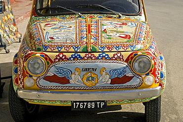 Fiat 500 decorative paint art auto, Marinella, Sicily, Italy
