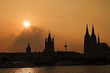 Silhouette, banks of Rhine River and the Cologne Cathedral at sunset, Cologne, North Rhine-Westphalia, Germany, Europe