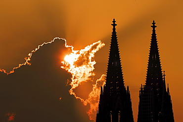Silhouette, cathedral at sunset, Cologne, North Rhine-Westphalia, Germany, Europe