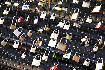 Padlocks on Hohenzollernbruecke Bridge, Cologne, Germany, North Rhine-Westphalia, Germany, Europe