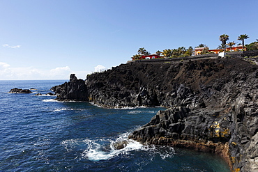 "Holiday houses on Punta del Chobito, ""Paisaje protegido del Remo"" Nature Reserve near Puerto Naos, La Palma, Canary Islands, Spain, Europe"