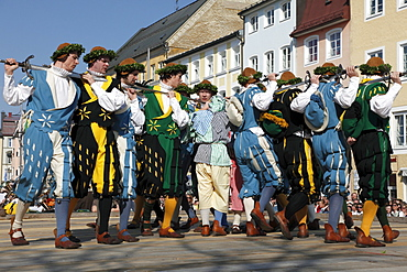 Historic sword dance, Georgiritt, George's Ride, Easter Monday procession, town square in Traunstein, Chiemgau, Upper Bavaria, Bavaria, Germany, Europe