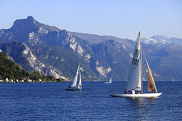Traunsee lake with mount Traunstein, view from Gmunden, Salzkammergut, Upper Austria, Austria, Europe