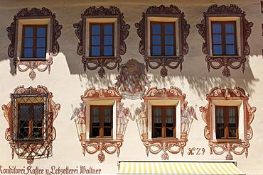 Painted house facade of Konditorei Wallner confectionery, St. Wolfgang, Salzkammergut region, Upper Austria, Austria, Europe