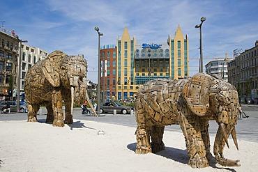 Elephant family sculpted by South African artist Andries Botha for Antwerp Zoo, Koningin Astridplein, Antwerp, Belgium