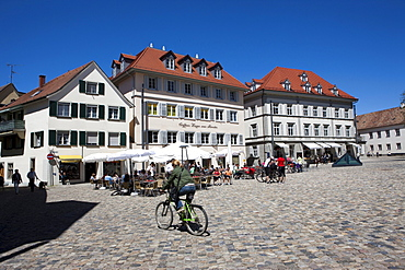 The Muensterplatz cathedral square with street cafes, Konstanz, Lake Constance, Baden-Wuerttemberg, Germany, Europe