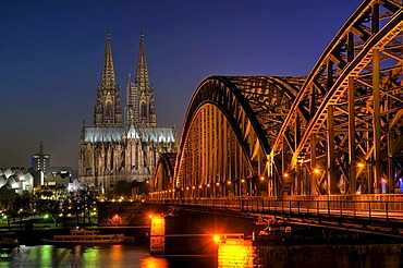 Cologne Cathedral, Hohenzollernbruecke Bridge at night, North Rhine-Westfalia, Germany, Europe