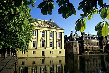 Mauritshuis Museum and the Binnenhof complex of buildings of Parliament on Hofvijver, Court's Pond, The Hague, Province of South Holland, Zuid-Holland, Netherlands, Benelux, Europe