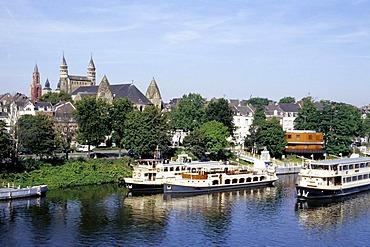 Maasboulevard, tourist boats on Maas River, Onze Lieve Vrouwebasiliek Church in the back, Maastricht, province of Limburg, Netherlands, Benelux, Europe