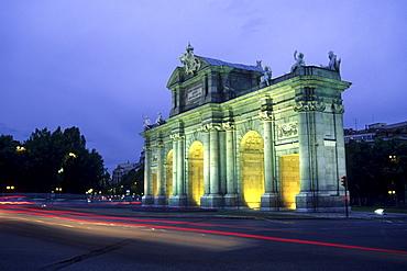 Neo-classical triumphal arch, Puerta de Alcala at night, Plaza de la Independencia, Madrid, Spain, Europe