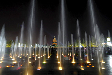 Evening water show in front of the Giant Wild Goose Pagoda, Chinese: Dayan Ta, Xian, China, Asia