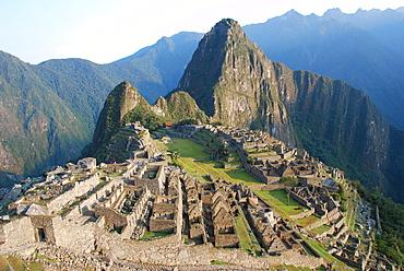 Machu Picchu, with Wayna Picchu behind it, UNESCO World Heritage Site, Cusco or Cuzco, Peru, South America