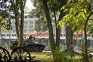 Tank from the Vietnam war in front of the Reunification Palace in Ho Chi Minh City, Saigon, Vietnam, Asia