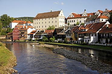 Vltava river, riverbank and historic centre of &esk˝ Krumlov, Czech Republic, Europe