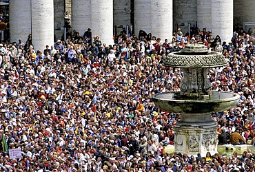 Crowds of people, inauguration of Pope Benedict XVI, Ratzinger on Piazza San Pietro Square, Vatican, Rome, Latium, Italy, Europe
