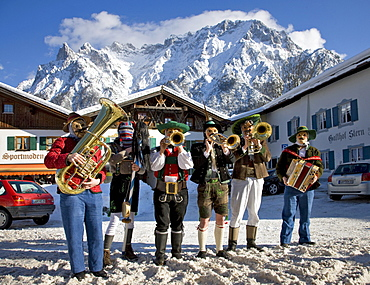 Musicians, Gasthof Stern inn, carnival, Karwendelgebirge mountains, Mittenwald, Werdenfels, Upper Bavaria, Bavaria, Germany, Europe