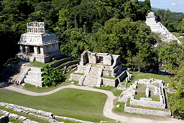 Temple of the Inscriptions and the Temple of the Sun, Mayan temple near Palenque, Chiapas, Mexico, Central America