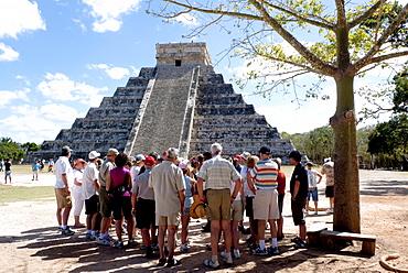El Castillo, Kukulkan pyramid at Chichen Itza, Yucatan, Mexico, Central America
