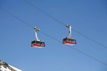 Skiiing, winter sport in the ski area Corviglia, aerial cableway to the Piz Nair, St. Moritz, Oberengadin, Graubuenden, Switzerland