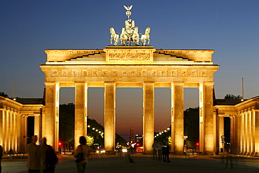 Brandenburg Gate at the Pariser Platz square at dusk, Berlin, Germany, Europe