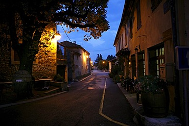 Alley in Le Pegue, Provence, France, Europe