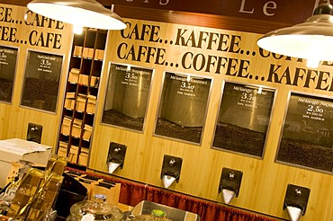 Different kinds of coffee, coffee sale, cafe, Brulerie des Cafes Indiens, Nice, Cote d'Azur, France