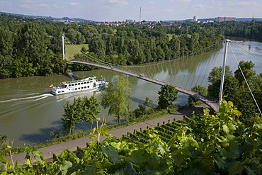 Excursion ship on the Neckar at Hofen, passenger shipping on river Neckar, Max Eyth footbridge, vineyards, viticulture, Stuttgart, Baden-Wuerttemberg, Germany