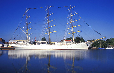 Training ship from Poland at the Harbor Festival in the port of Bremerhaven, sailing ship, three master, North Sea, North Sea coast, Lower Saxony, Germany, Europe
