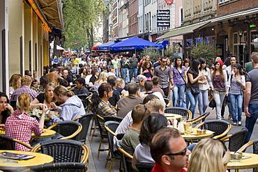 Pubs in the Bolkerstrasse street, restaurants, pubs, people, street scene, historic centre, Duesseldorf, North Rhine-Westphalia, Germany