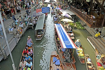 Floating Market in Damnoen Saduak, southwest of Bangkok, Thailand, Asia