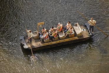 Stirring paddle boot with tourists on River Moldau, &esk˝ Krumlov, UNESCO World Heritage Site, Czech Republic, Europe