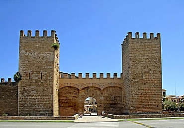 Town gate, City wall, historic town centre, Alcudia, Majorca, Balearic Islands, Spain, Europe