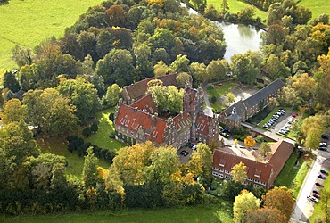 Aerial view, Schloss Heessen Palace, boarding school, autumn leaves, Lippe River, Hamm, Ruhr Area, North Rhine-Westphalia, Germany, Europe