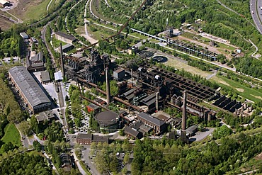 Aerial photo, landscaped park Nord, industrial museum, A24 motorway, Duisburg, Ruhr area, North Rhine-Westphalia, Germany, Europe