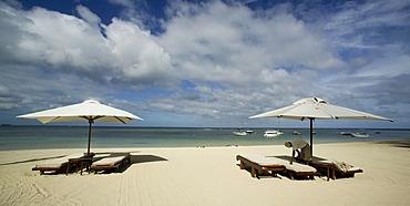 Parasols, deck chairs, sandy beach, Oberoi Luxury Hotel, Mauritius, Indian Ocean