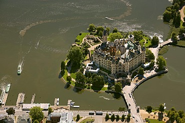 Aerial view, Schwerin Castle, Lake Schwerin, Schwerin, Mecklenburg lake district, Mecklenburg-Western Pomerania, Germany, Europe