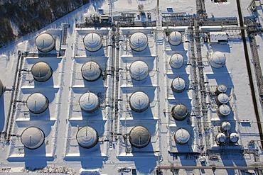 Aerial photo, VEBA Oel AG plant Horst, tank farm, gas tanks, snow, Gelsenkirchen-Buer, Gelsenkirchen, Ruhr Area, North Rhine-Westphalia, Germany, Europe