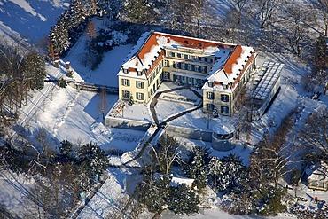 Aerial photo, Schloss Berge Castle, moated castle, snow, Gelsenkirchen-Buer, Gelsenkirchen, Ruhr Area, North Rhine-Westphalia, Germany, Europe