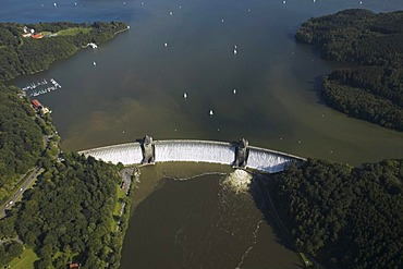Aerial photo, Moehnesee, overflowing Moehne storage lake, retaining wall, Hochsauerlandkreis, Sauerland, North Rhine-Westphalia, Germany, Europe