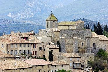 Church and houses, Aurel, Vaucluse, Provence-Alpes-Cote d'Azur, Southern France, Europe
