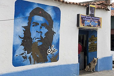 Shop, portrait of Che Guevara painted on the wall, Merida, Venezuela, South America